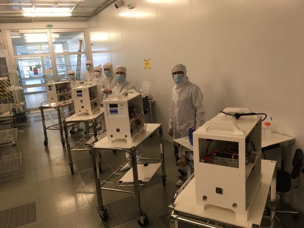 MakAir team in the CEA cleanroom with prototypes